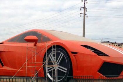 Lamborghini gallardo géante