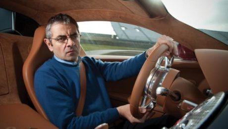 Rowan Atkinson en mclaren f1